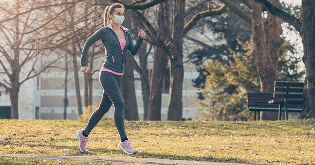 Correr con mascarilla puede llevar a un colapso